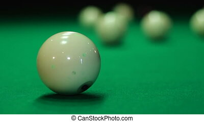 Quick strike with replacement ball - Russian billiards,...