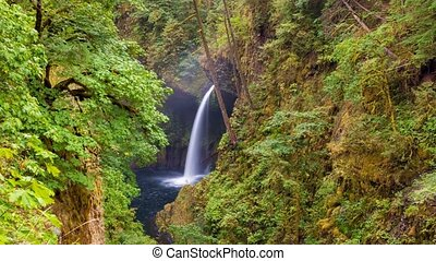 Timelapse of Metlako Falls in OR - Ultra High Definition UHD...