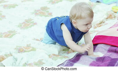 Baby on picnic - Nature baby boy on blanket looking around