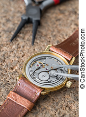 Reparation and restoration of watches - Details of watches...