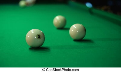 Play Russian billiards