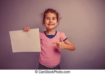 girl child 6 years of European appearance holds a clean sheet on