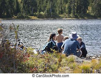 familia, en, el, rural, lago,