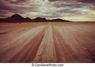 Road in desert - road in Bonneville salt desert. Dramatic...