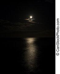 Moonlight on the sea. - Moonlight in the dark night on the...