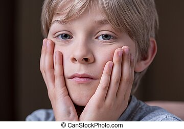 Cause of boy's sadness - Parents divorce is a cause of boy's...