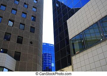 Fenster - nur Fenster in diesem modernen Komplex