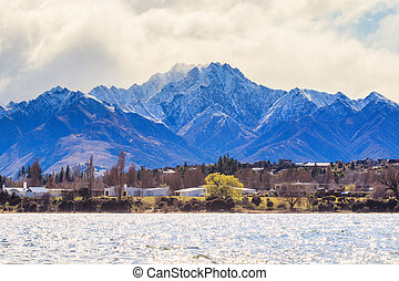 beautiful scenic of lake wanaka in south island new zealand