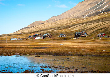 Remote scandinavian huts close to Longyearbyen, Svalbard -...