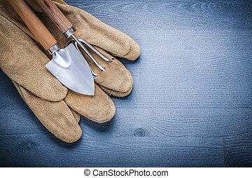 safety glove garden fork and spade