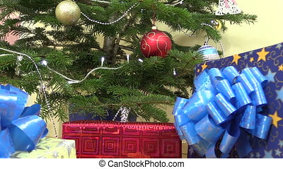 present box christmas - Gifts presents boxes under decorated...