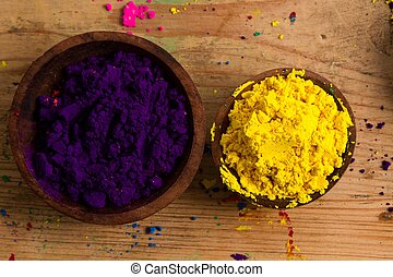 Complementary colours: purple and yellow - In the colour...