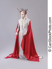 Troll. Thranduil, The Hobbit - Model dressed as elves.