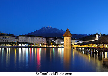 Lucernes Chapel Bridge at Night - Famous Chapel Bridge and...