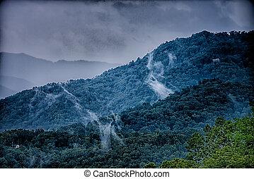 Stock fotos de monta as grande ocaso hermoso ocaso for Cabine spartiacque vista lago fontana
