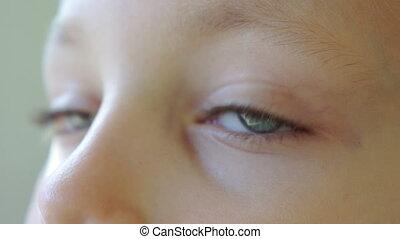 Kids eyes close-up - Kids eyes close up blinking