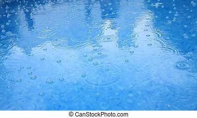 Raindrops are broken with splashes
