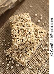 Quinoa, hecho estallar,  granola, barra