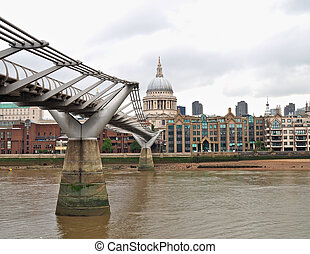 Millennium bridge - Millennium Bridge and St Pauls