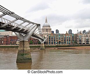 Millennium bridge - Millennium Bridge and St Pauls