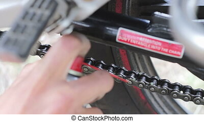 Chain lubrication motorcycle from the diptube. - Maintenance...