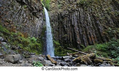 Dry Creek Falls in Oregon 1920x1080 - High Definition Movie...