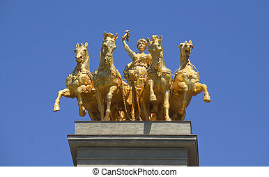 Quadriga Statue in Barcelona - The golden Quadriga de...