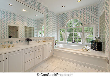 Master bath with rounded windows - Master bath in luxury...