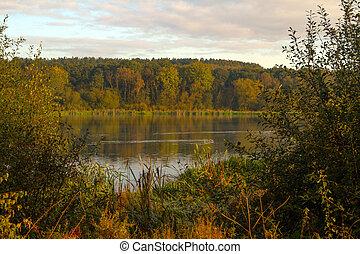 Across the lake to autumn