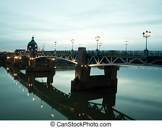 Toulouse cityscape - Pont Saint Pierre bridge over the...