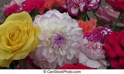 Flower arrangement. - Flower arrangement of live flowers.