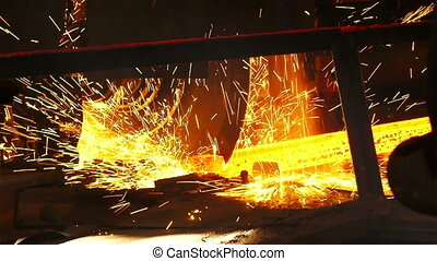 Cutting edge of the workpiece - Molten metal melted in...