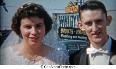 1942: Just married couple with - Original vintage 8mm film...