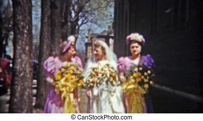 1942: Bride with maids showing off - Original vintage 8mm...