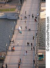 歩道橋, 人々, 横切って,  moscow-river