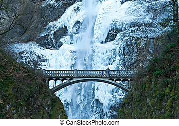 Frozen wateralls - Multnomah Falls, Oregon, frozen in winter