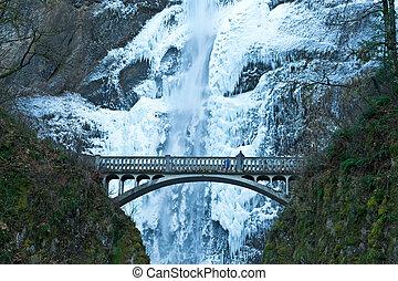 Frozen wateralls - Multnomah Falls, Oregon, frozen in winter