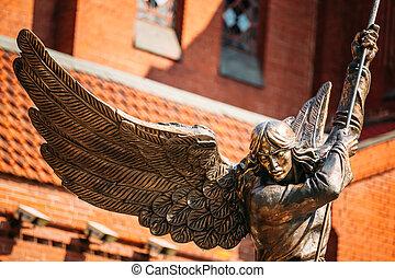 estátua, de, arcanjo, michael, perto, vermelho, católico,...