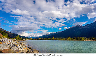 Moose Lake in Mount Robson Park - Moose Lake in Mount Robson...