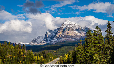 Mount Fitzwilliam in Jasper Nationa - Mount Fitzwilliam...