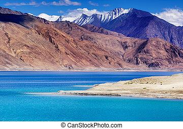 Pangong tso Lake, Leh, Ladakh, Jammu and Kashmir, India -...