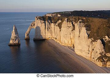 Aval cliff, Etretat, Cote dAlbatre, Pays de Caux,...
