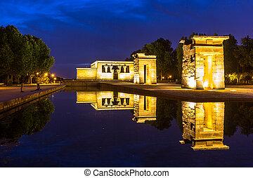 Temple de debod Madrid - Sunset over the Temple de debod in...