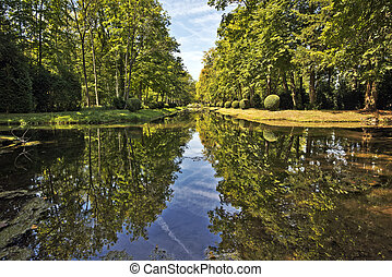 Prince basin in Chantilly Castle Park - Water of Prince...