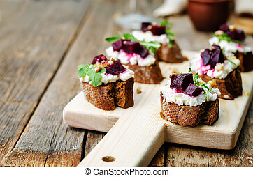 beet goat cheese arugula walnut honey crostini toning...