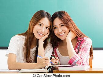Klassenzimmer, Jugendlich, Studenten, mädels, zwei, glücklich