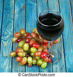 Red wine nd bunch of grapes - Red wine in glass and bunch of...