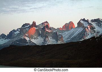 Cuernos del Paine Torres - sunset Cuernos del Paine Torres...