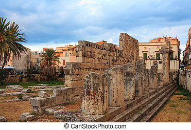 Temple of Apollo, Siracusa - View of the Temple of Apollo in...