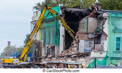 Excavator demolishes old house time-lapse